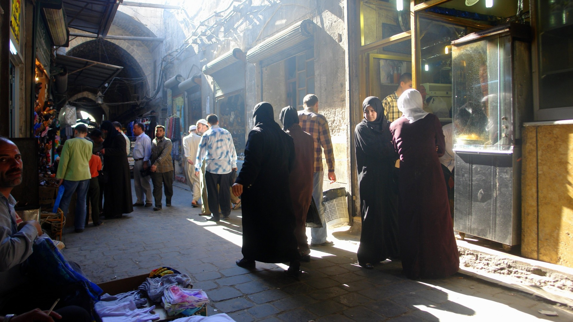 Aleppo bazaar. Photo: Charles Fred / Flickr.